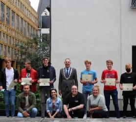 Young Leaders pitchen hun plannen voor burgemeester 24.06